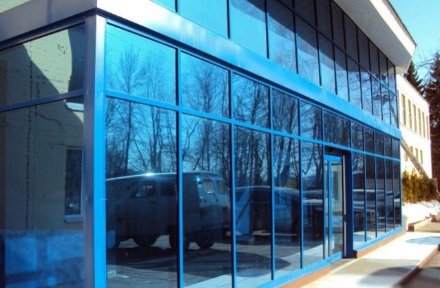 Тонировка фасадов зданий и витрин